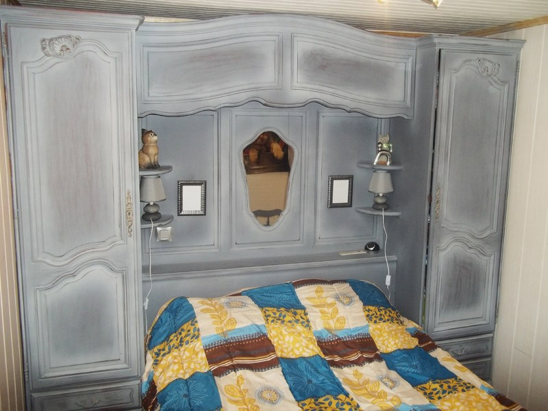 chambre lit pont et armoire murale. Black Bedroom Furniture Sets. Home Design Ideas