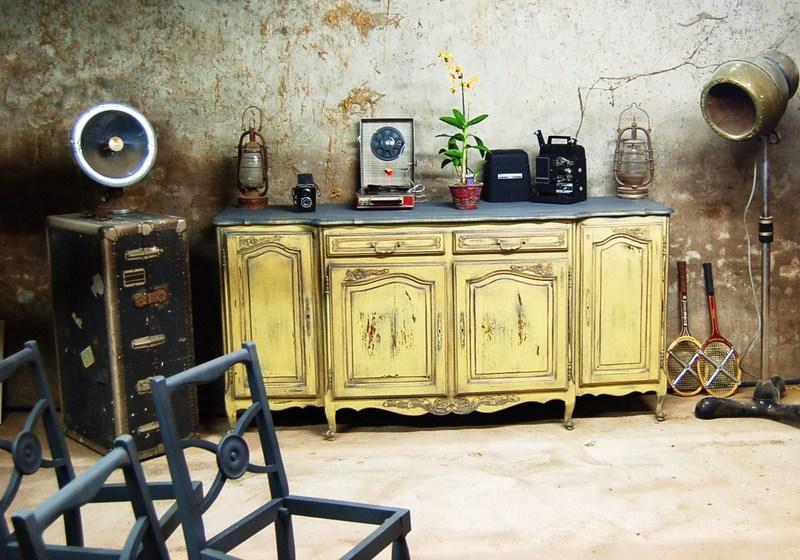 Bonneti re garde manger jaune patin vieilli photos for Effet patine sur meuble