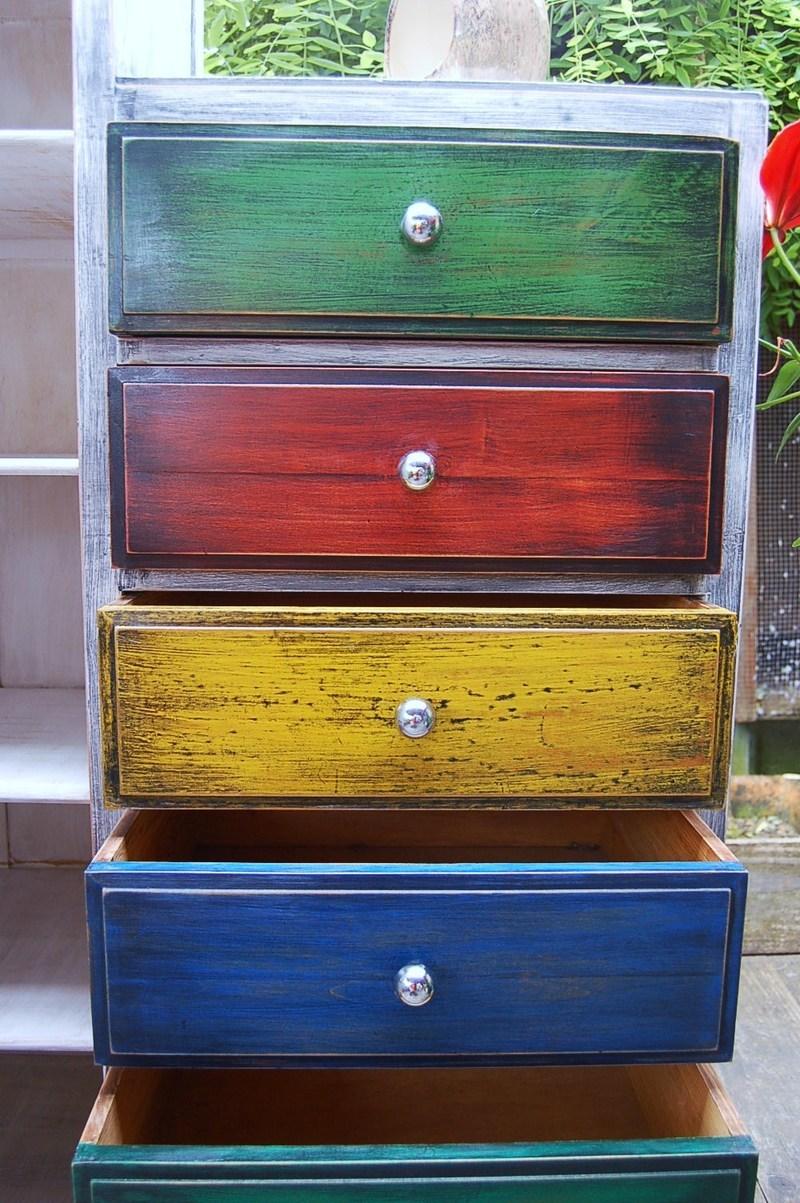 patine multicolore pour commode vintage. Black Bedroom Furniture Sets. Home Design Ideas