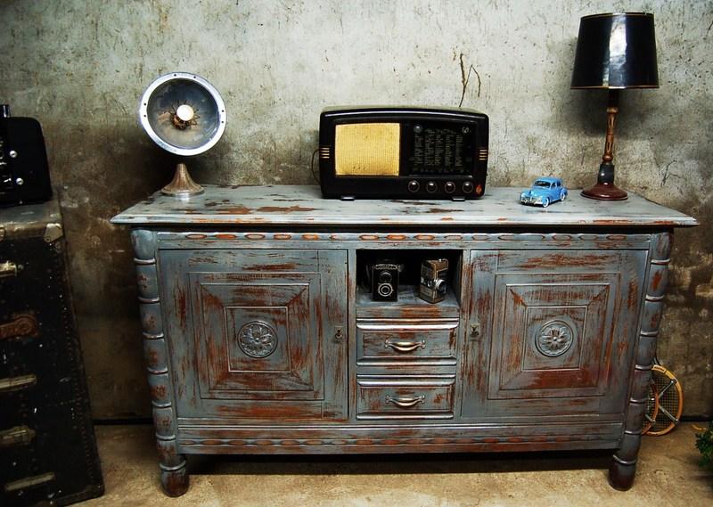 Meuble en bois vieilli gris - Peindre meuble en gris vieilli ...