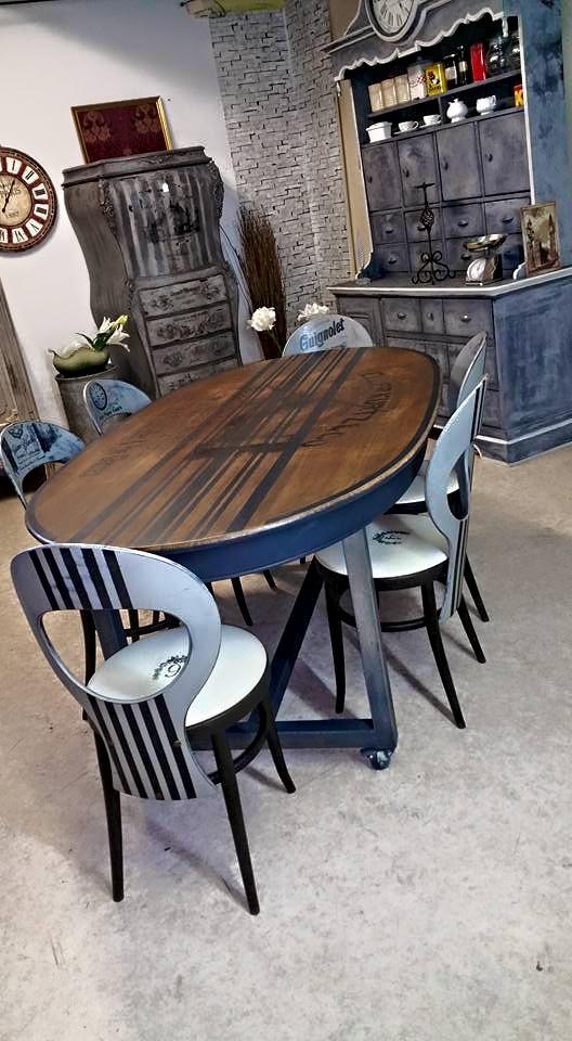 Les tables et chaises for Table ancienne et chaises modernes