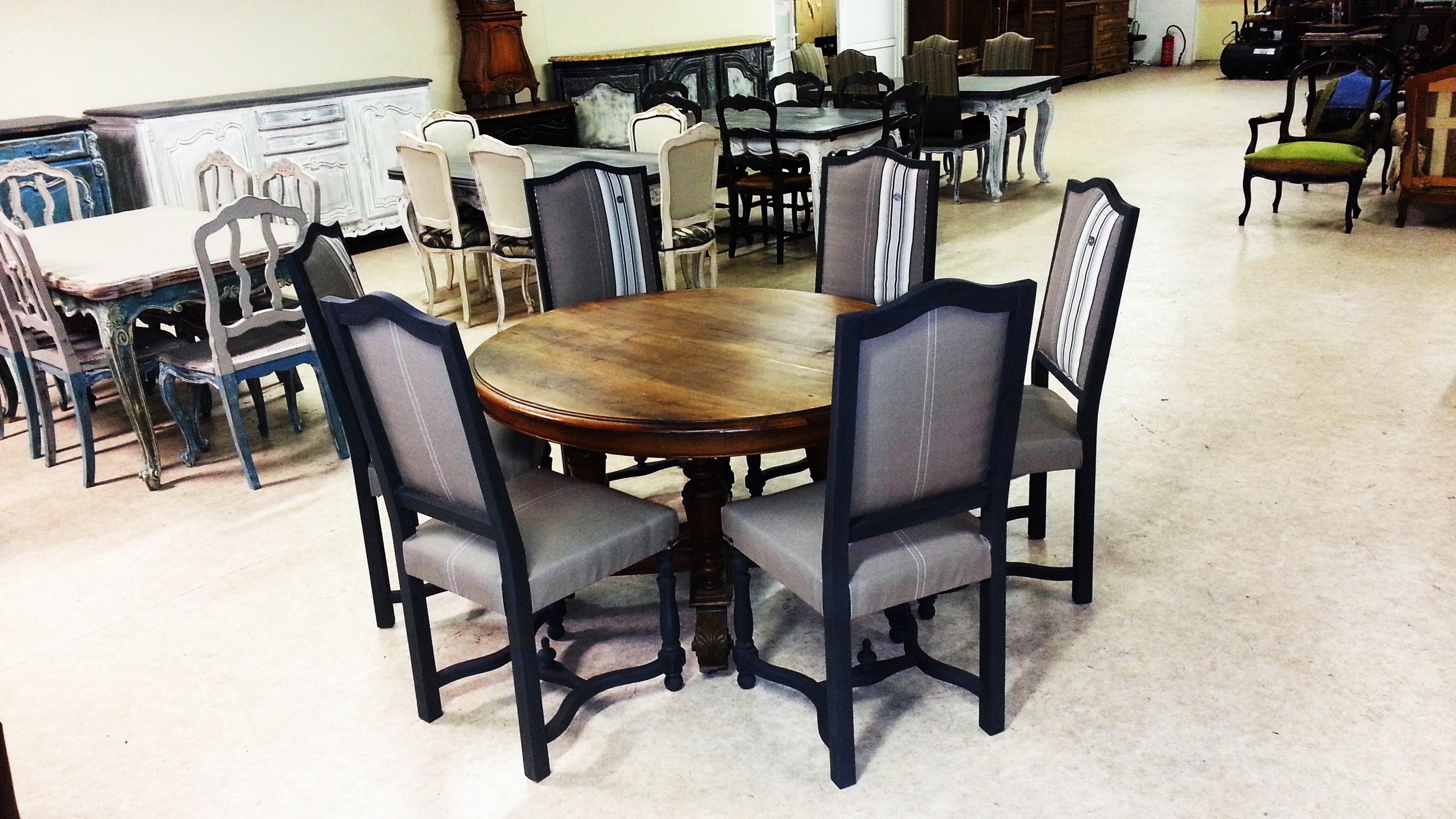 Table ancienne et chaises modernes table bureau ancien for Les chaises modernes