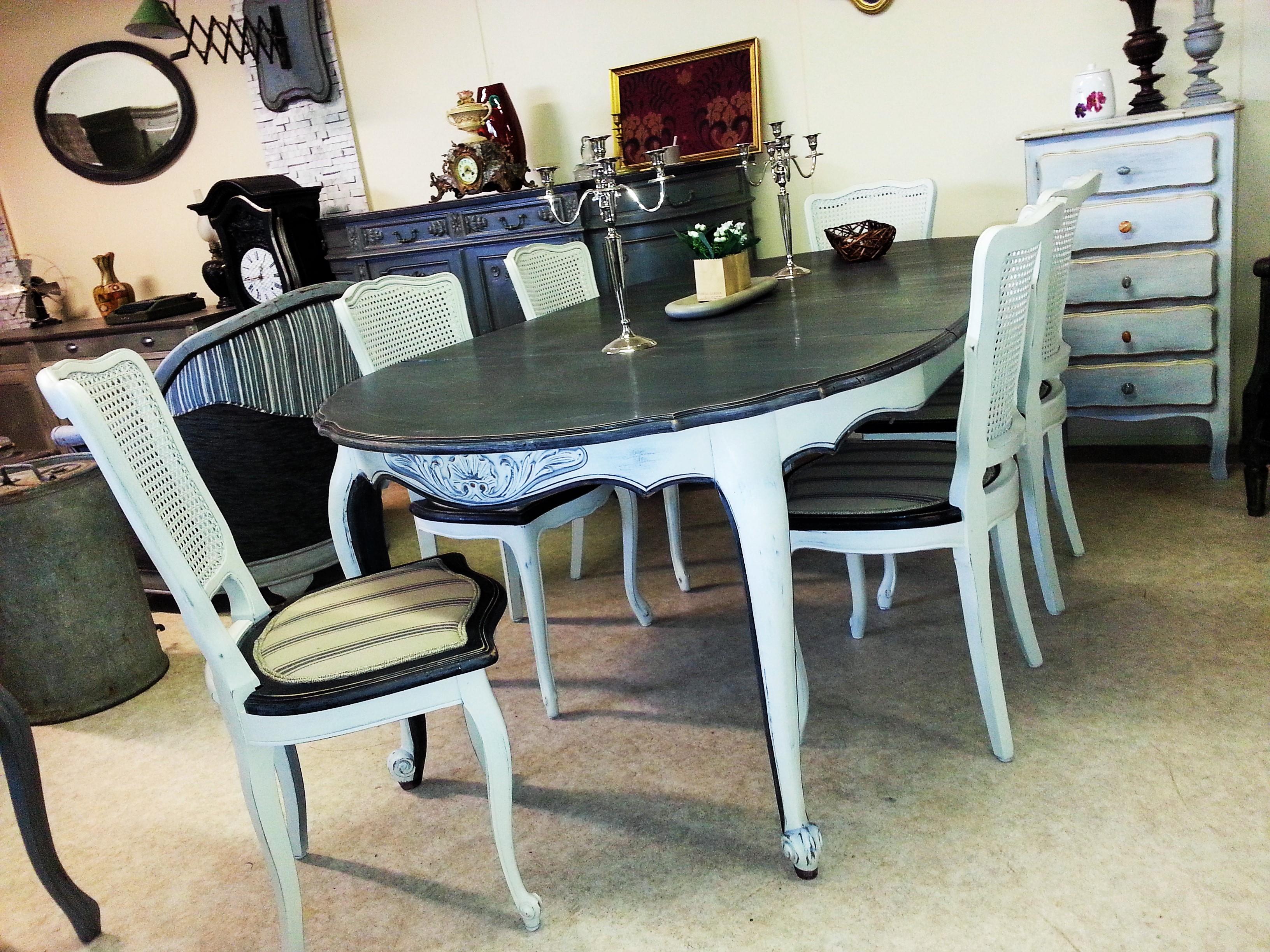 Table et six chaises louis xv patin es for Table ancienne et chaises modernes