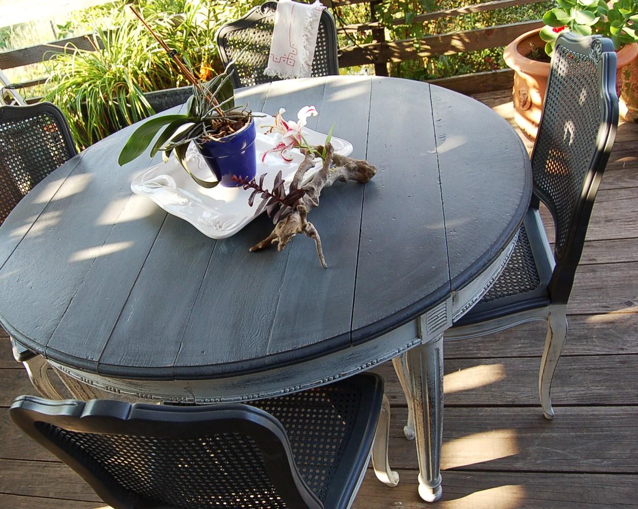 Table ancienne style empire avec 5 chaises - Customiser une table en bois ...